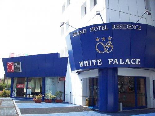 white-palace-cento